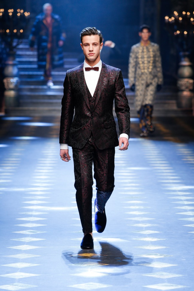 The man of the moment -Cameron Dallas - opened the show and wore the crown to end the show proving that he really is the digital king. His deep purple suit is both eccentric and simplistic perfect for a man who wants to be seen but not stared at.