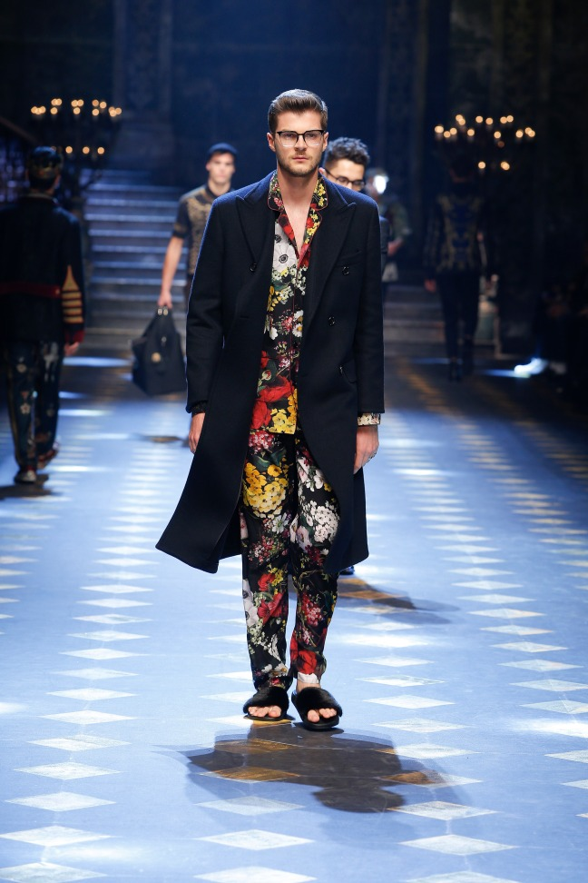 Personally, Jim Chapman's look was my favourite. Why? It is so bright and so floral yet still so masculine. The co-ords could be worn separately or together. And the simple black jacket added the needed calm note to the look. By far my favourite!