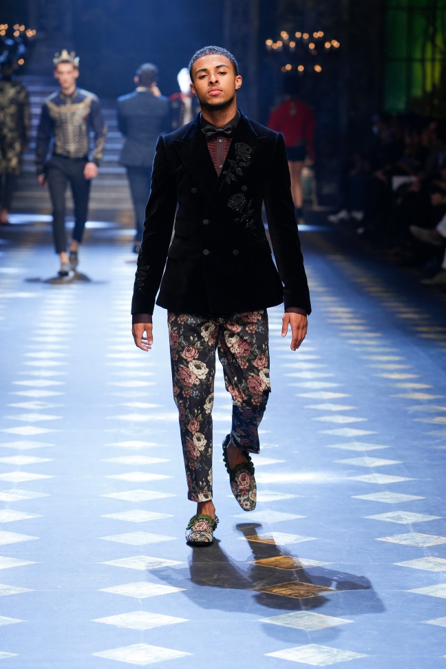 Once a young boy who's father was part of one of  Hip-Hop's super-group Run-DMC, now, he is an actor and music artist who is taking the world by storm. The floral details of his outfit was absolutely flawless.