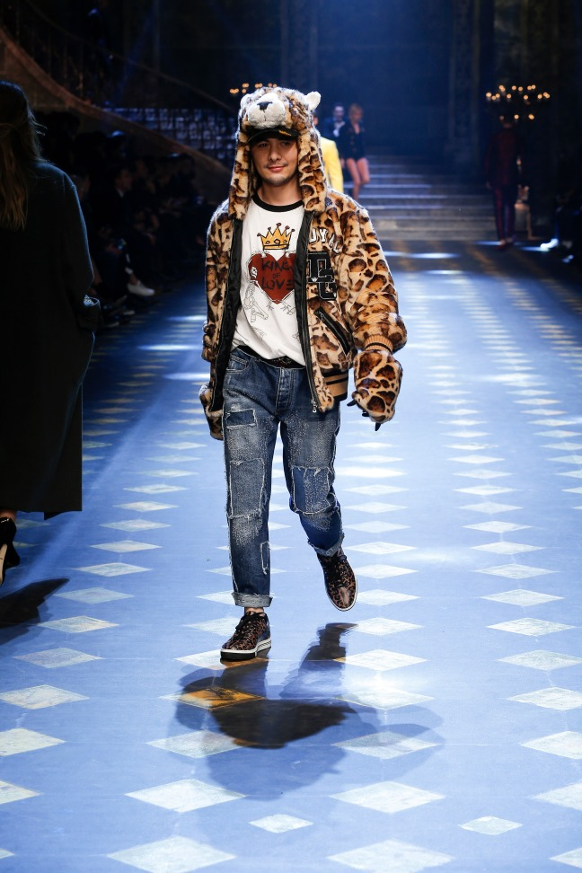 Gogoboi - or Ye Si - is best known for his presence on China's biggest social media Weibo. He is one of the most influential fashion bloggers in China. Gogoboi's street-style vibes along with his fluffy leopard print hoodie is a complete show stopper.