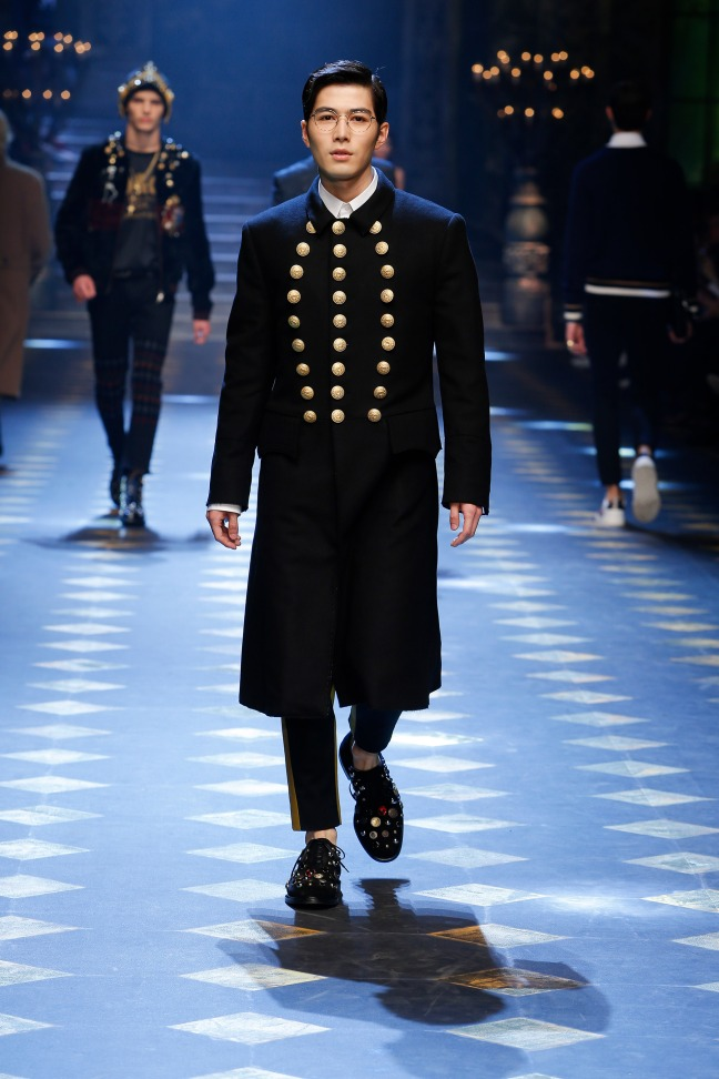 Chinese star XueDong Chen - I love this military style jacket and I hope one day to wear this.