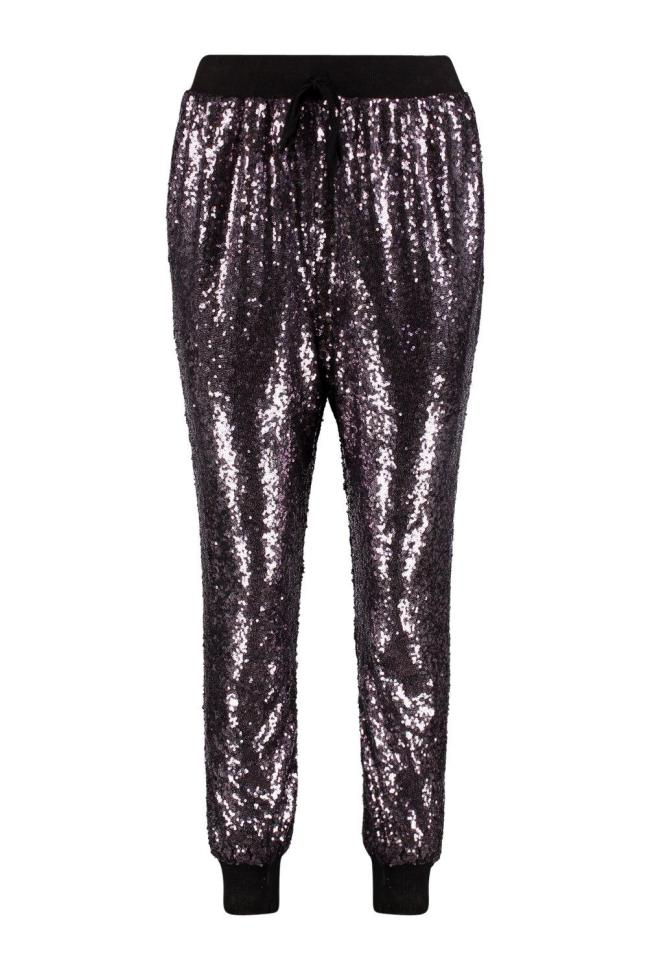 Savannah All Over Sequin Relaxed Jogger. Reduced to £16 from Boohoo. Now this look is for a super chilled evening of watching Netflix and eating Pizza Hut. To this add a relax t-shirt or hoodie (preferably your boyfriend's) and a pair of black or white converse. Simple and easy but still so glamourous.